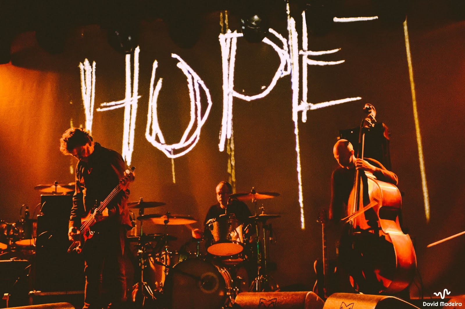 A tempestade dos Godspeed You! Black Emperor no Hard Club ~ Threshold  Magazine